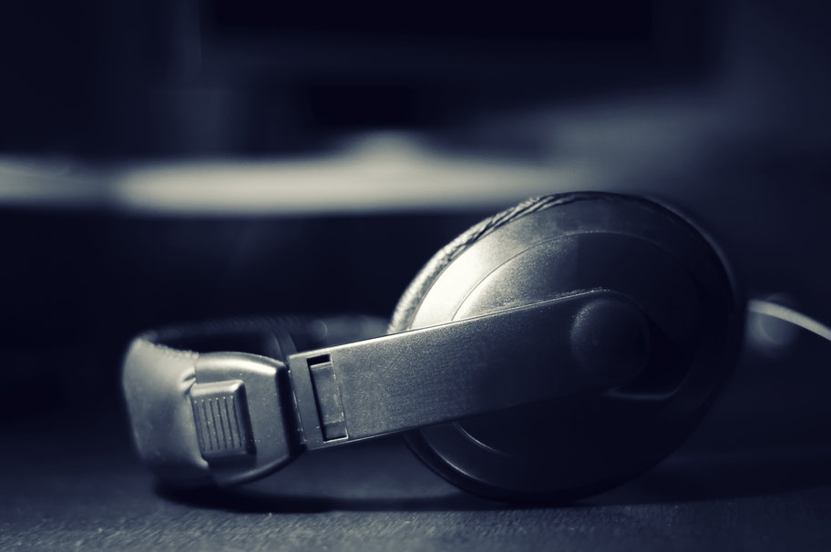 169733__headphones-music-sound-listen-to-the-song-the-sound_p